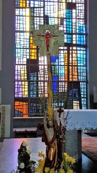 CD_Möm_Kirchenfenster